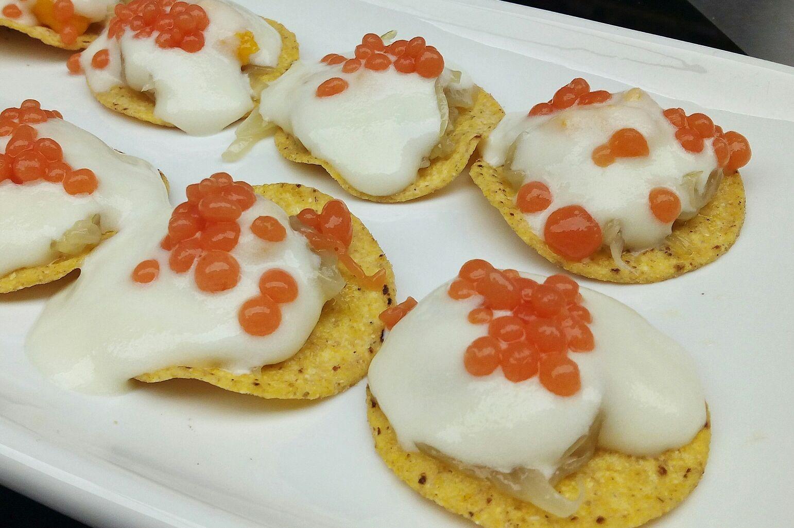 Tortilla de patata con perlas bravas