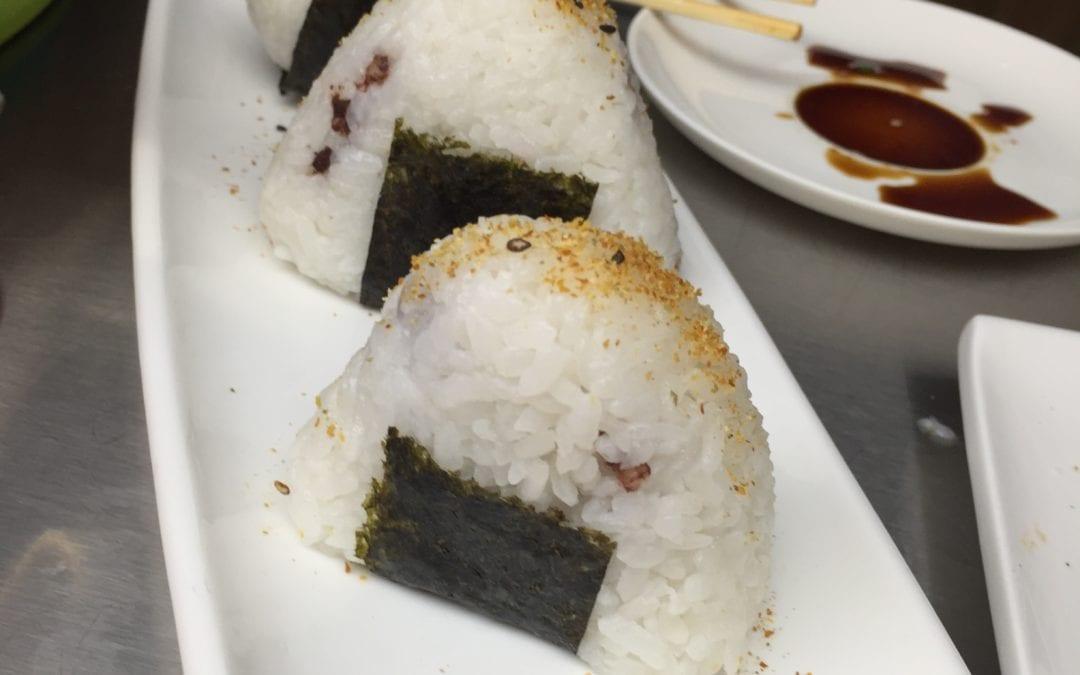 Receta japonesa: Onigiri con morcilla y piñones