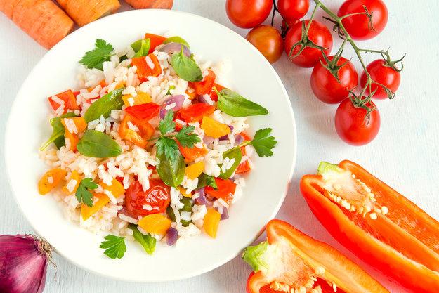 Receta de ensalada arroz integral con melón, sésamo y daditos de salmón