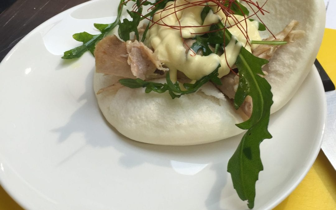 Pan bao de pollo asado a la mostaza