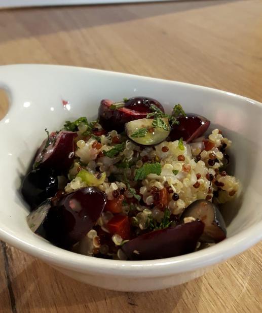 Recetas de verano: Ensalada de quinoa con cerezas y frutos rojos
