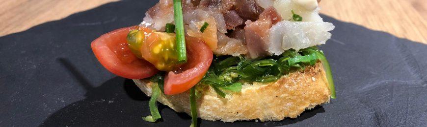 Receta navideña de tartar de ahumados y wakame