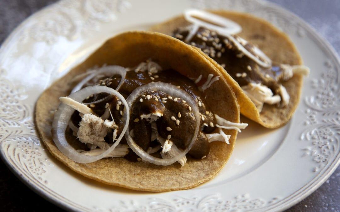 Receta: Tacos de pollo con mole