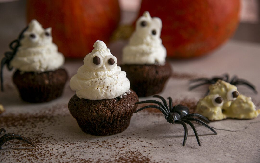 Receta: Cupcakes de cacao con frosting de fantasmitas