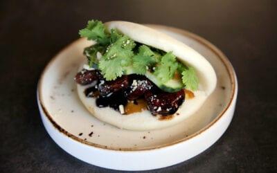 Receta: Pan bao con panceta glaseada y encurtido
