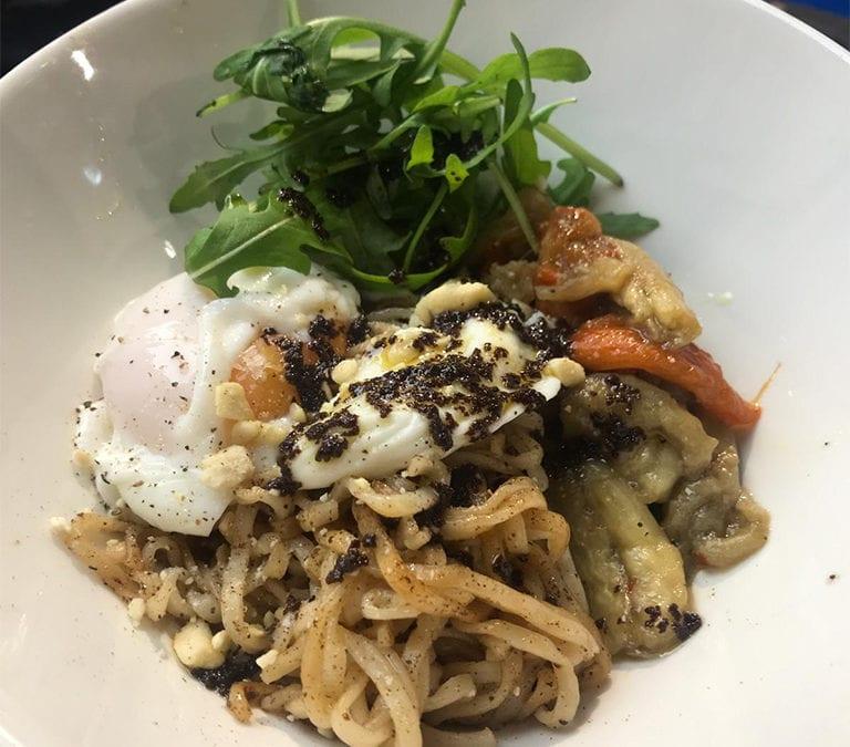 Recetas vegetarianas: Buddha bowl con huevo