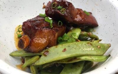 Receta: Costillas hong sao con judías fritas