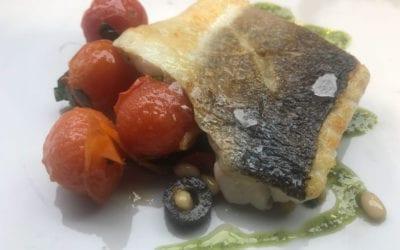 Recetas para el día a día: Pescado con tomate, piñones y aceitunas