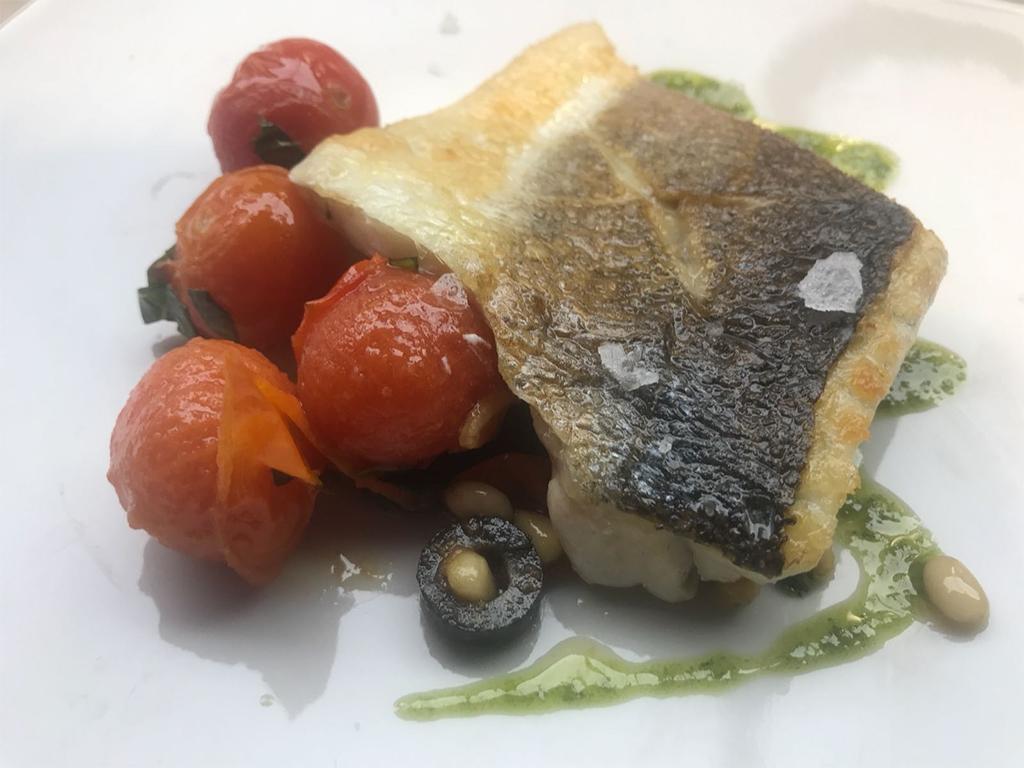 pescado-con-tomate-pinones-y-aceitunas