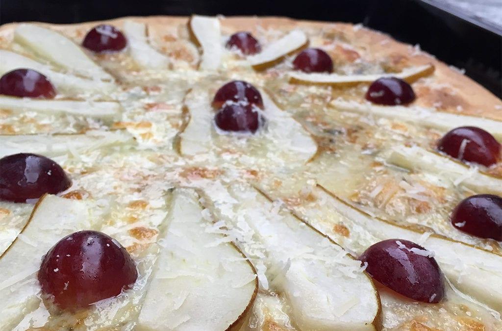 Recetas originales: Pizza de peras, uvas y roquefort