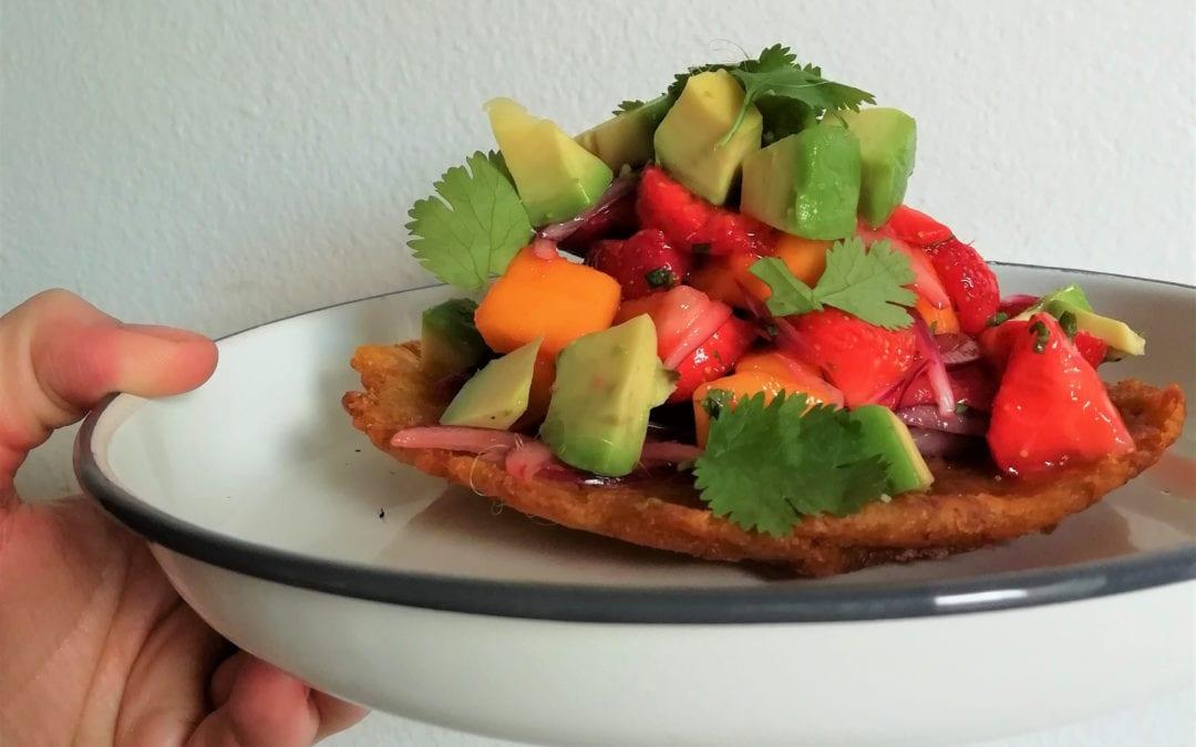Receta: Revive nuestros cursos de cocina vegetariana con estos patacones con ceviche de fresas